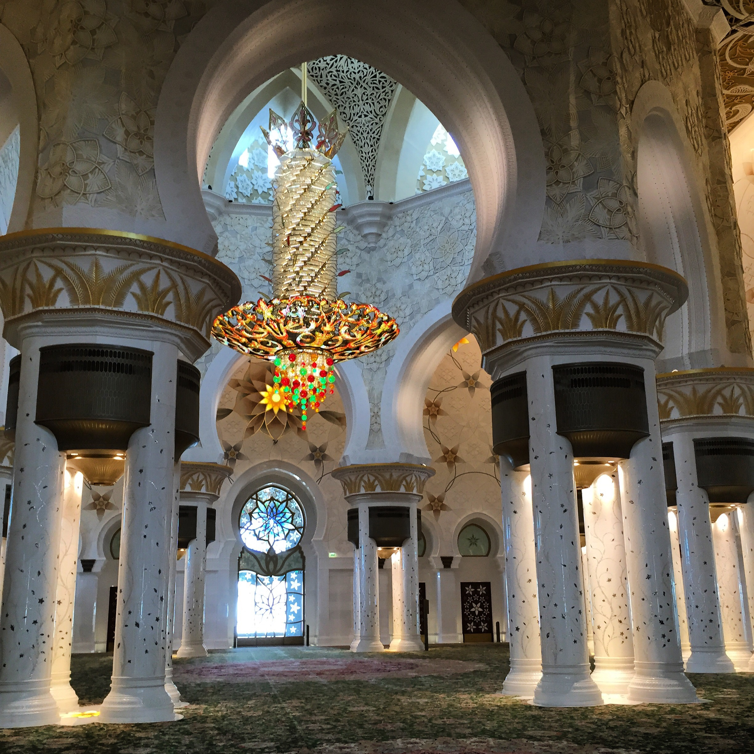 Interior of Sheikh Zayed Grand Mosque (Arabic: جامع الشيخ زايد الكبير‎) in Abu Dhabi